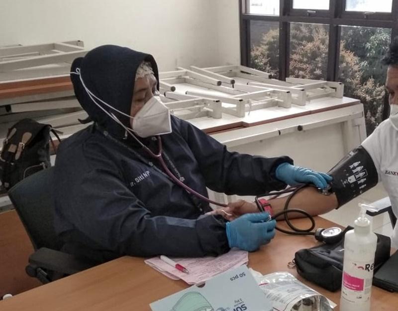 Sering periksa tekanan darah dapat mengendalikan hipertensi. (Foto: Markon)