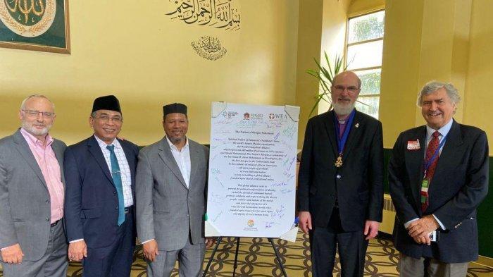 Katib Aam Pengurus Besar Nahdlatul Ulama (PBNU) Yahya Cholil Staquf (kedua dari kiri). (Ist).