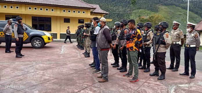 Petugas gabungan TNI-Polri selalu berpatroli mencari DPO di Mulia, Puncak Jaya, Papua. (Ist).